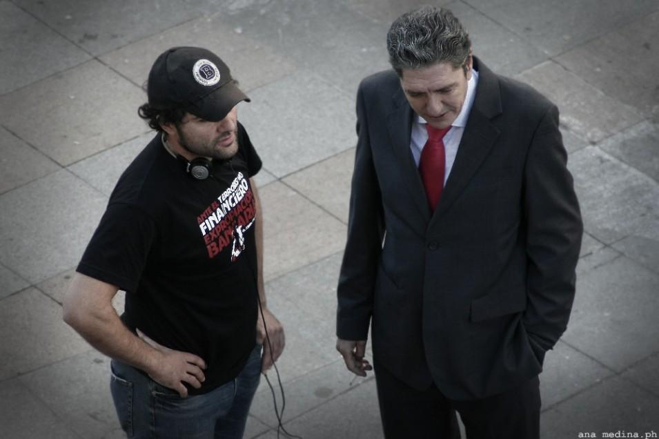 Antonio Dechent, caracterizado como el subdelegado del Gobierno, junto a Alfonso Sánchez, director de la película.